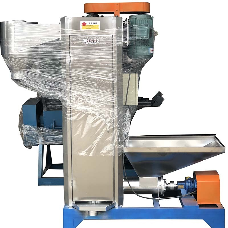 Vertical dehydrator for crushed material