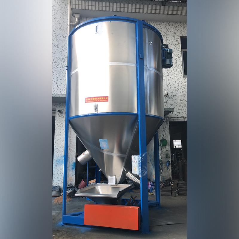 Vertical mixing cylinder with forced feeding