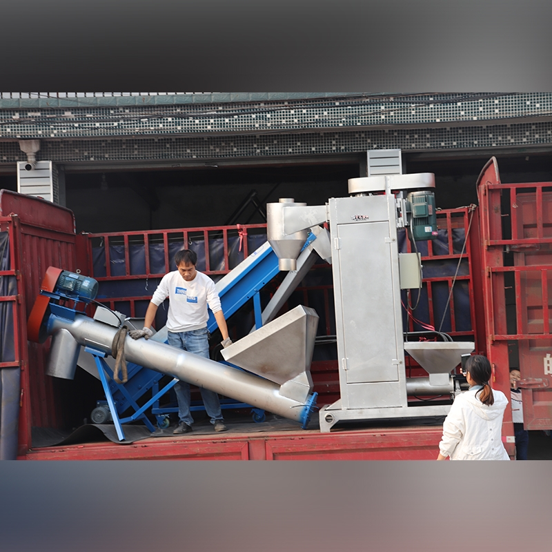 Delivery of vertical dehydrator with feeding machine