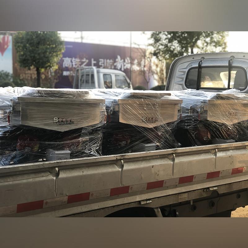 Delivery of double motor vibrating screen
