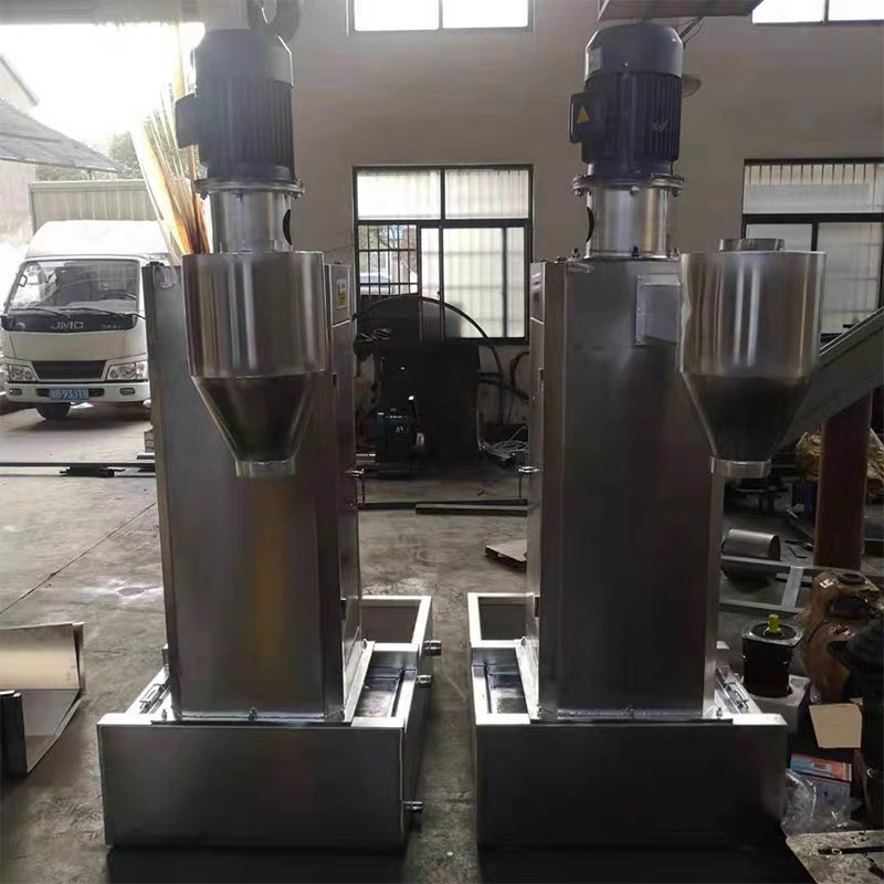 Discharge port of dehydrator for water ring granulation